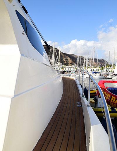 photoshoot-boat